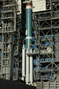 Raketa Delta II se připravuje na start s dalekohledem Kepler