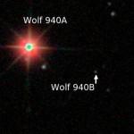 Červený trpaslík Wolf 940 a jeho průvodce
