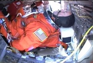 Nástup posádky na palubu raketoplánu