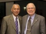 Ředitel NASA Charles Bolden (vlevo) a šéf vědeckého týmu dalekohledu Kepler. Autor: Dominic Hart, NASA