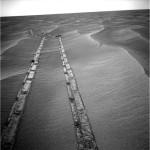 Byl jsem tu! Stopy vozítka Opportunity v marťanské půdě.
