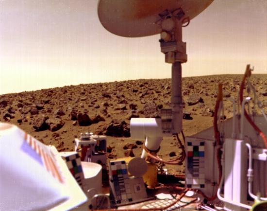 Panorama Marsu na snímku ze sondy Viking.