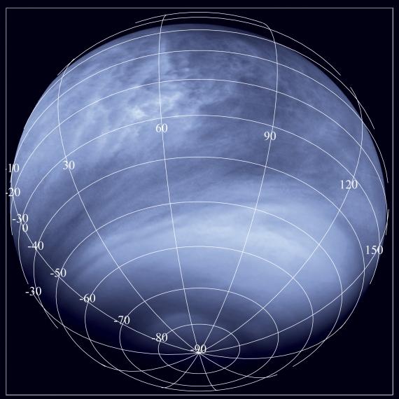 Snímek Venuše v ultrafialové části spektra (0,365 mikrometrů) přístrojem Venus Monitoring Camera na palubě sondy Venus Express. Fotografie pořízena ze vzdálenosti 30 000 km. Credit: ESA/MPS/DLR/IDA