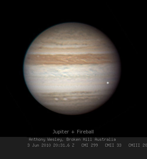 Dopad tělesa do atmosféry Jupiteru 3. června 2010. Autor: Anthony Wesley