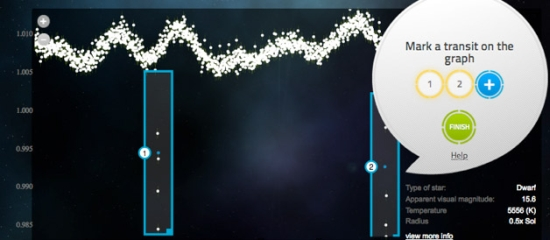 Obr. 5 Světelná křivka proměnné hvězdy s dvěma výraznými tranzity (modré obdélníky)