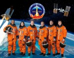 Posádka raketoplánu Discovery (STS-133). Credit: NASA