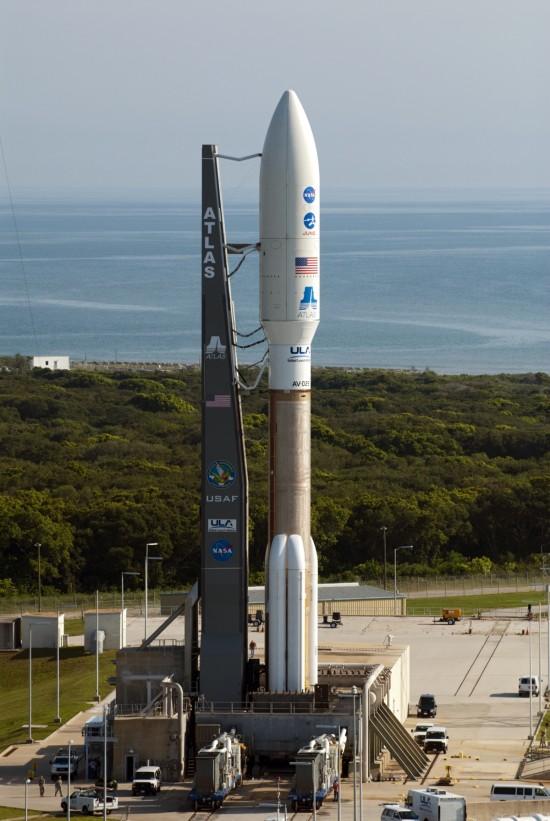 Nosná raketa Atlas 5 se sondou Juno. Credit: NASA