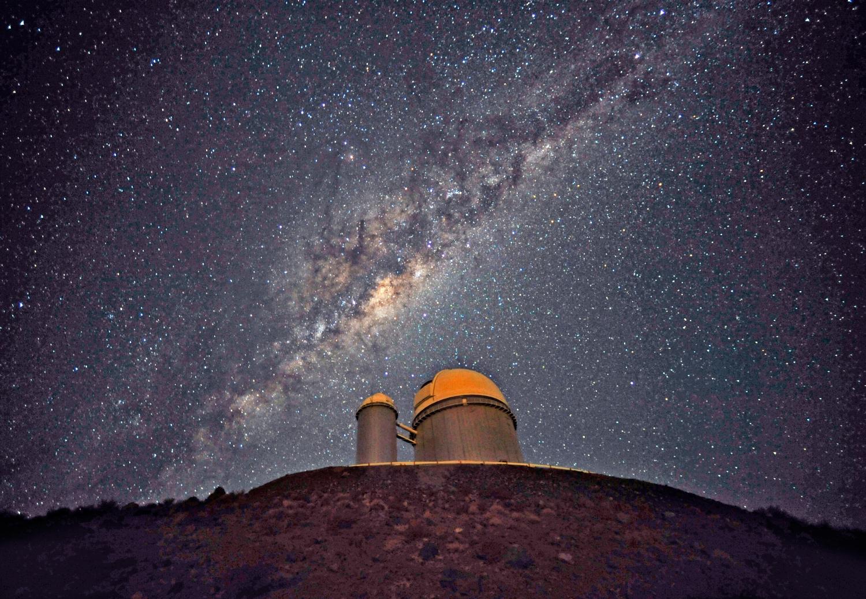 3,6 m dalekohled ESO na observatoři La Silla (Chile) jehož součástí je spektrograf HARPS: Credit: ESO/S. Brunier