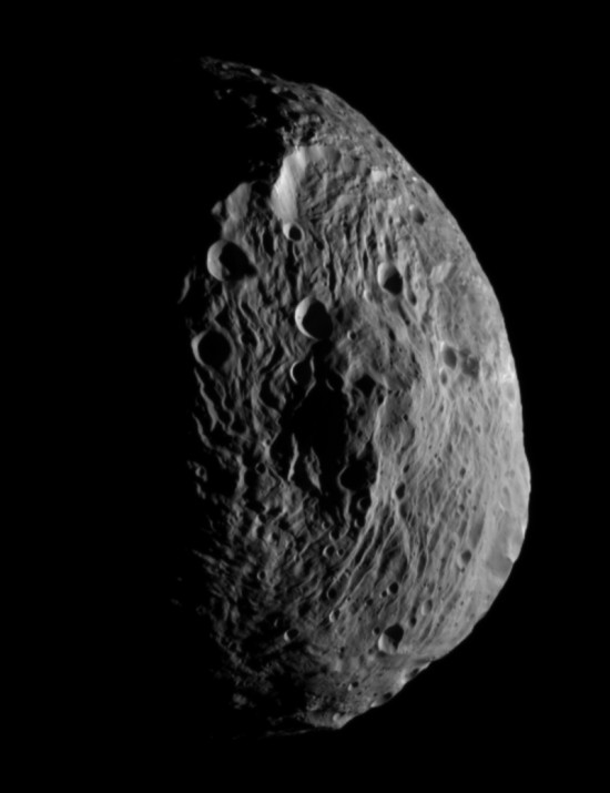 Celkový pohled na planetku Vesta. Credit: NASA, JPL