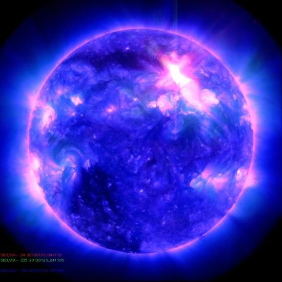 Snímek Slunce ze sondy SDO byl pořízen v oblasti rentgenová záření dnes ráno. Credit: NASA