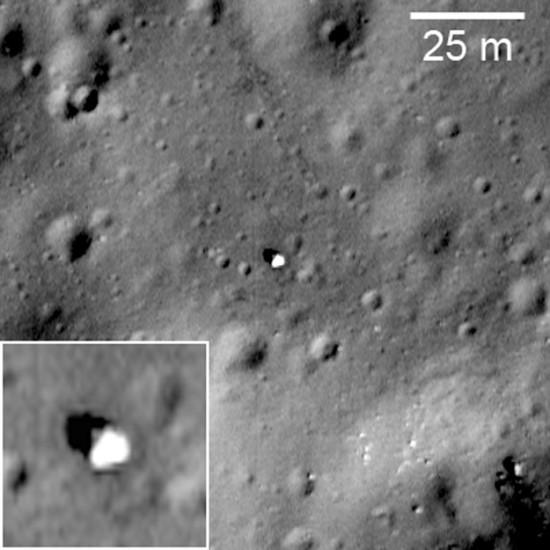 Zaparkovaný Lunochod 1 na snímku ze sondy LRO. Credit: NASA