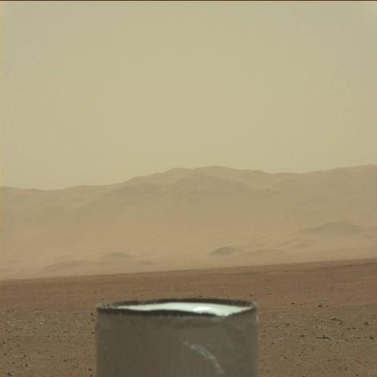 A detail na hory v pozadí. Credit: NASA