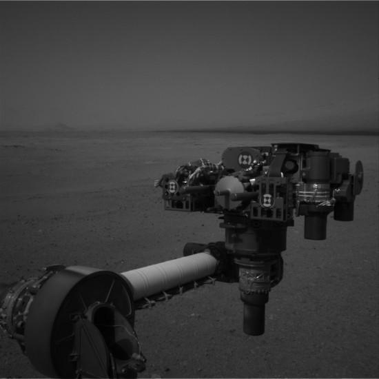 """Rameno Curiosity s vědeckým nádobíčkem je """"ready"""" a připraveno na průzkum rudé planety. Credit: NASA"""