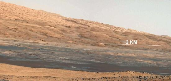 Úpatí hory Sharp na fotografii z kamery MastCam, která je součástí pestré kamerové výzbroje Curiosity. Credit: NASA