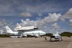 Endeavour se chystá na poslední cestu. Credit: NASA