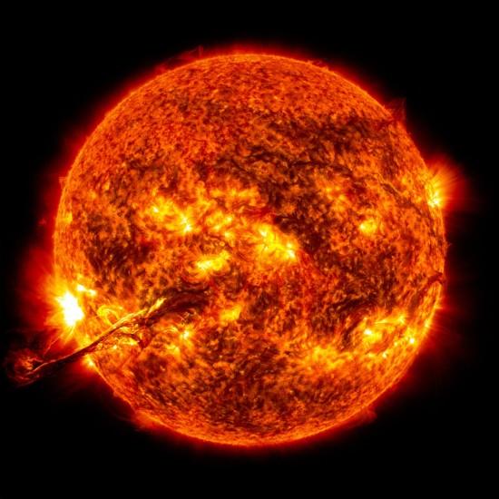 Filament na Slunci 31. srpna večer našeho času. Credit: NASA/GSFC/SDO