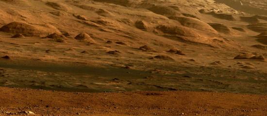 Hora Aeolis Mons je stále blíže. Credit: NASA, unmannedspaceflight.com