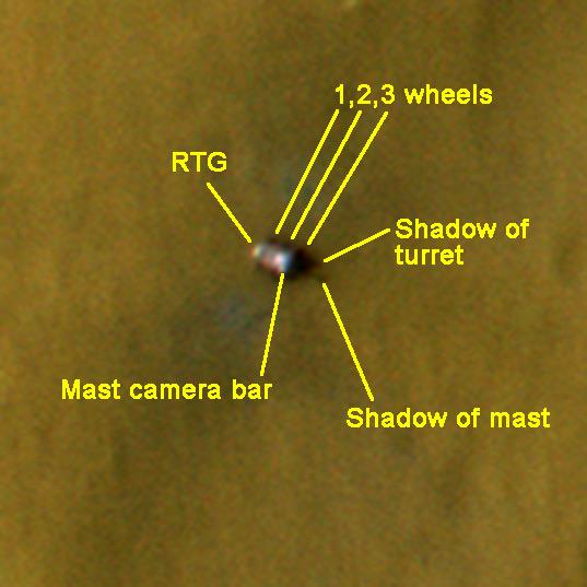 Detailní pohled na Curiosity z oběžné dráhy. Credit: NASA, Planetary Society