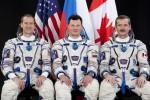 Posádka Sojuzu TMA-07M. Zleva: Marshburn, Romaněnko, Hadfield. Credit: NASA