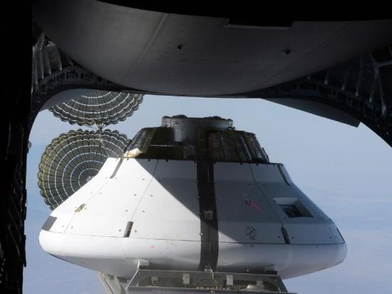 Orion připraven na test v atmosféře. Credit: NASA