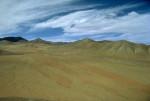 Na povrchu exoplanety X f by mohly převládat silikátové horniny. Atmosféra rozptyluje krátkovlnné záření. Bílá oblaka tvoří voda v plynném skupenství. Tak nějak by mohli vnímat povrch planety její obyvatelé svým zrakem (umělecká představa mimozemského malíře