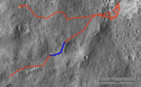 Dráha Curiosity na Marsu od přistání po dnešek. Modře je vyznačena trasa nejdelšího 100 metrového výletu. Zdroj: http://curiositylog.com/