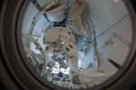 Luca Parmitano se připravuje na výstup do kosmu. Credit: NASA