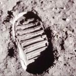 První lidské stopy na Měsíci.