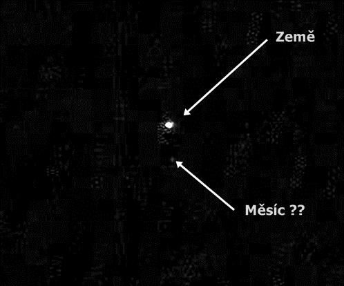 Země a Měsíc?