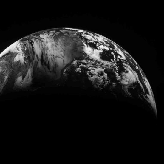Země na snímku z americké sondy MESSENGER z 2. srpna 2005