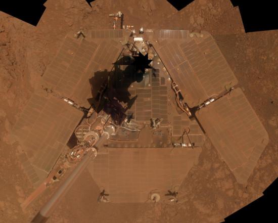 A zde solární panely Opportunity na počátku ledna a v polovině března.
