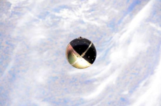 SpinSat na oběžné dráze krátce po vypuštění z ISS.