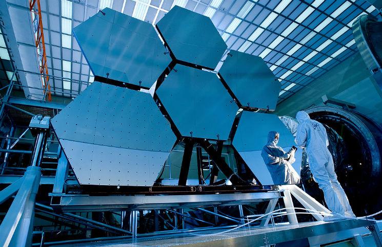 Zrcadla kosmického dalekohledu Jamese Webba. Credit: NASA