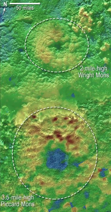 Dvě možné sopky na snímku ze sondy New Horizons, credit: NASA/Johns Hopkins University Applied Physics Laboratory/Southwest Research Institute.