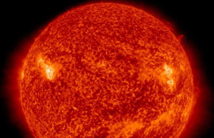 Slunce v neděli 22. listopadu odpoledne na snímku z družice SDO. Credit: NASA