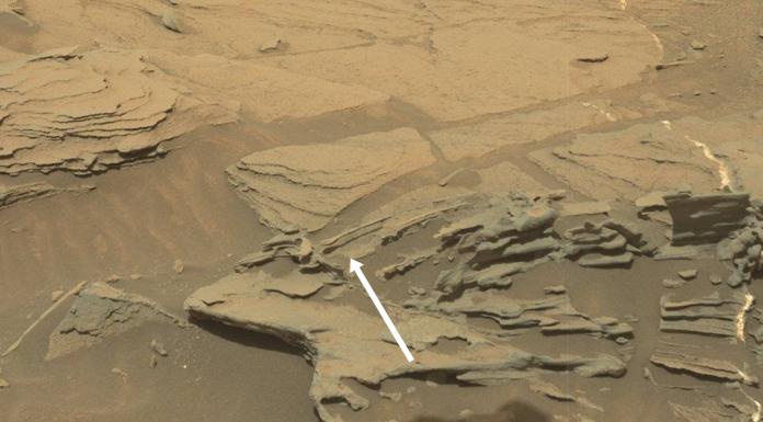 Slavná lžíce na Marsu, kterou vyfotila 30. srpna 2015 Curiosity. Jedná se jen o další kus skály, který vznikl působením větru. Credit: NASA