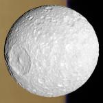 Mimas před Saturnem