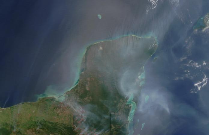 Poloostrov Yucatán ukrývá důkaz dávné globální katastrofy. Zdroj: NASA (eoimages.gsfc.nasa.gov)