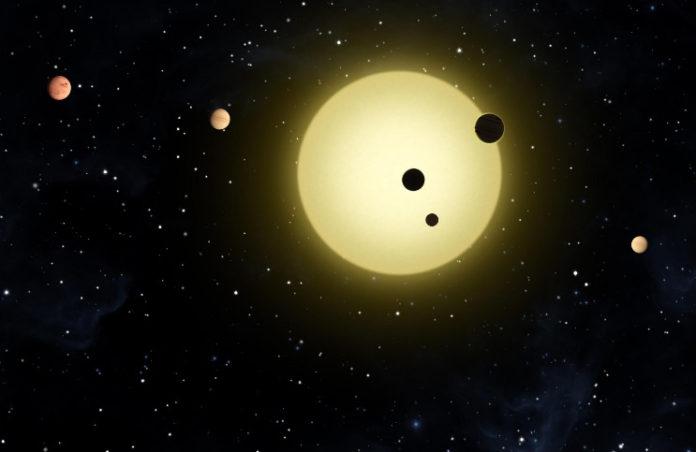 Multiplanetární systém v představách malíře. Credit: NASA / Tim Pyle