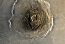 Olympus Mons je největší horou ve Sluneční soustavě. Credit: NASA