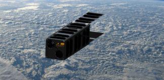 PicSat obíhá okolo Země ve výšce 500 km. Credit: Lesia / Observatoire de Paris; Background image T. Pesquet ESA / NASA.