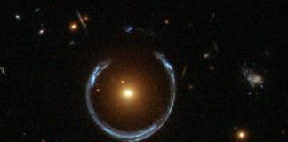 Einsteinův prstenec (ilustrační foto). Credit: ESA/Hubble & NASA
