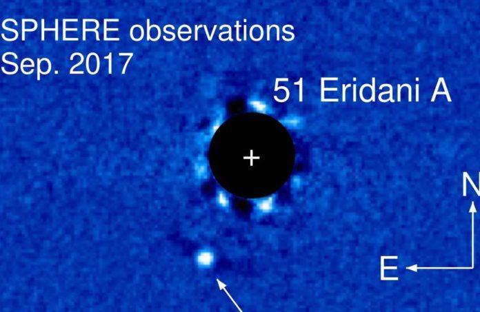51 Eridani b na snímku z přístroje SPEHERE. Credit: ESO, Maire et al.