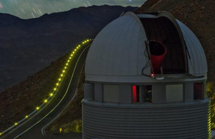 1,2 m švýcarský dalekohled na La Silla. Credit: UNIGE B. Tafreshi